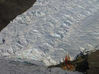 Кровавый водопад в Антарктиде вид 2