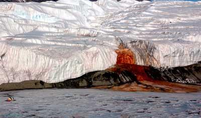 Кровавый водопад в Антарктиде вид 3