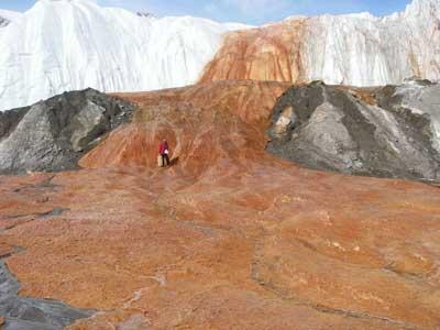 Кровавый водопад в Антарктиде вид 6