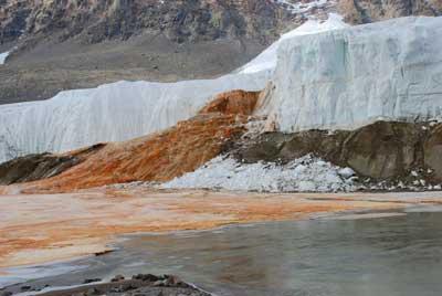 Кровавый водопад в Антарктиде вид 7