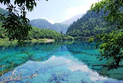 Озёра в китайской долине Цзючжайгоу
