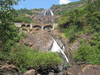 Удивительный водопад Дудсагар (Dudhsagar Falls)