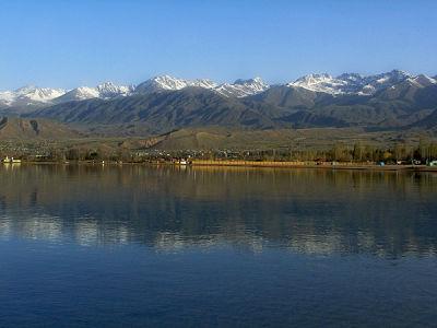 Вид на озеро Иссык-Куль