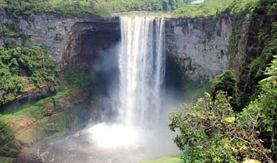 Удивительный водопад Кайечур (Kaieteur Falls)