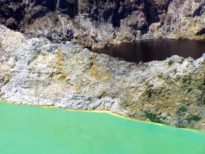 Келимуту – цветные озёра