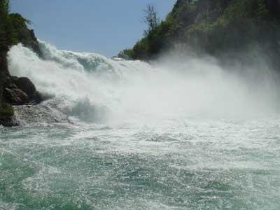 Удивительный водопад Рейнский водопад (Rhine Falls)